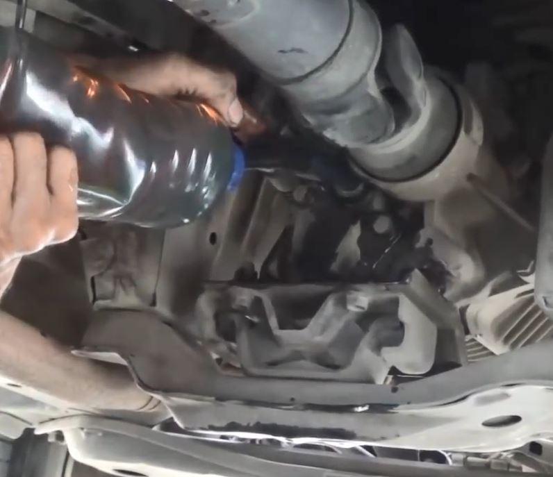 masukkan oli baru