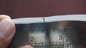 mengukur panjang kertas