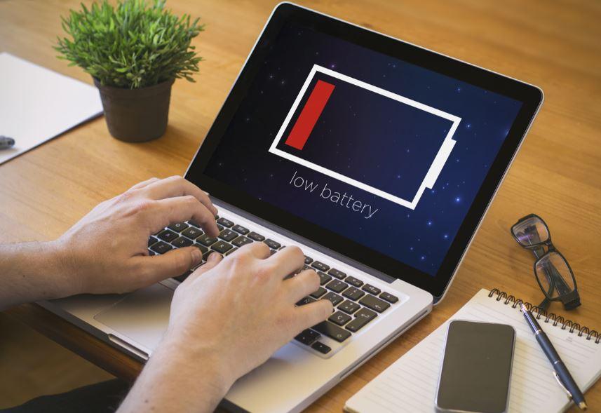 perbedaan daya baterai laptop dan notebook